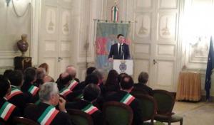 Il presidente Matteo Renzi al municipio di Catania durante l'incontro con i sidaci dei comuni dell'area metropolitana