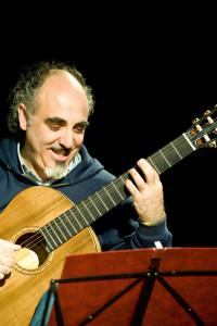 Nella foto il chitarrista Sandro Lazzeri