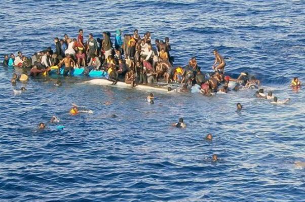 Il rimorchiatore 'Vos Thalassa' porta a Catania 890 migranti