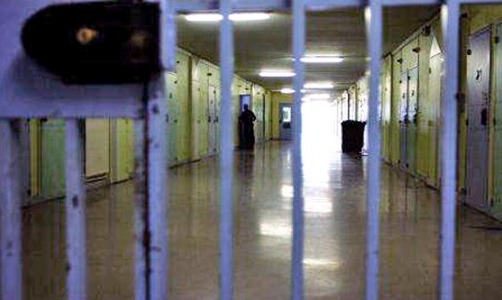 Termini Imerese: agente di polizia penitenziaria si toglie la vita con la pistola d'ordinanza