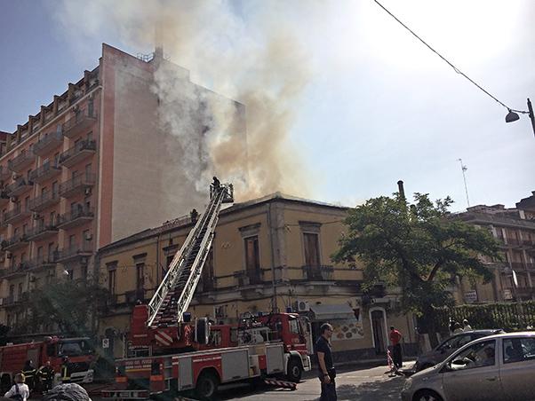 Catania: agguato nella notte in un bar, grave il titolare