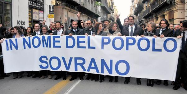 Palermo passeggiata dei parlamentari del movimento 5 stelle for Parlamentari 5 stelle elenco