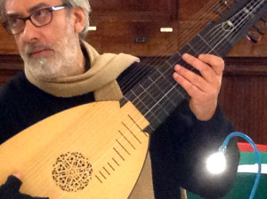 Nella foto , il chitarrista Andrea Schiavo
