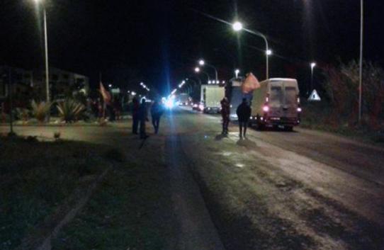 gela_protesta_lavoratori_eni_sera