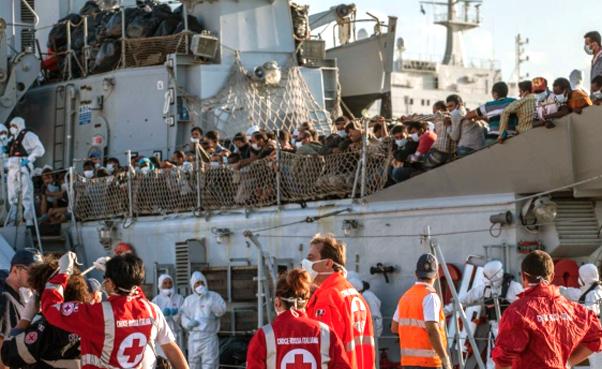 migranti_sbarco_porto_palermo