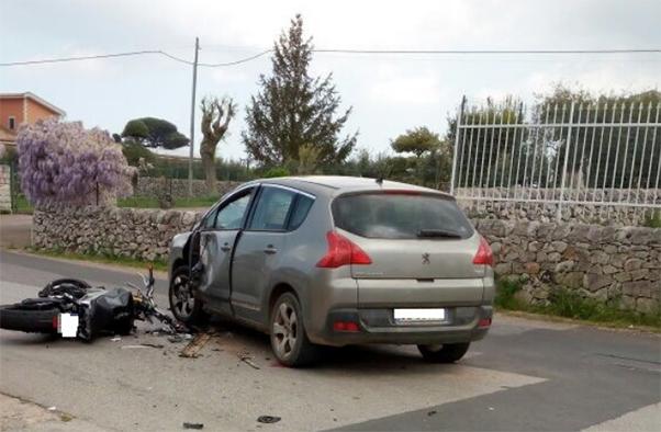 incidente_auto_moto_modica_centauro_ferito