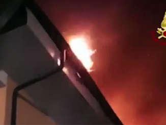 incendio_villetta_pedara