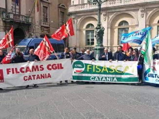 auchan_lavoratori_protesta_piazza