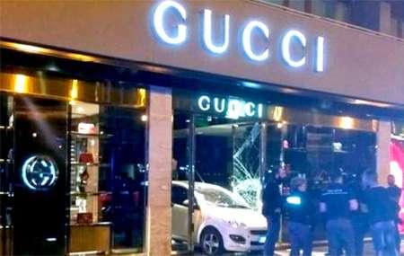 Sfondano negozio Gucci di Palermo