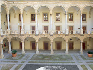 palazzo_normanni_cortile_interno
