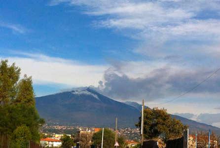 Etna si risveglia e trema