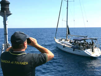 migranti_bloccati_barca_a_vela_noto