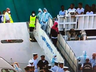 nave_diciotti_sbarcano_17_migranti