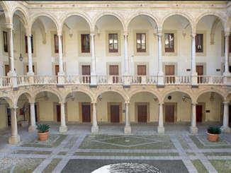 palazzo_normanni_cortile_interno_si