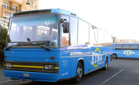 Africane lasciate a terra dal bus a Catania, per la procura non è razzismo