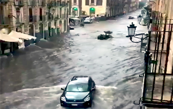 Temporale a Catania, via Etnea torrente in piena