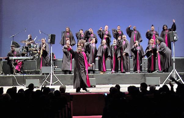 Gospel e applausi al Bellini – Interviste video