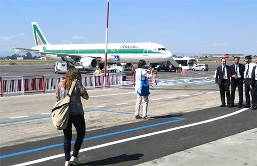 Aeroporto di Catania riapre, si attenua l'emergenza cenere