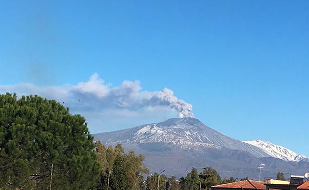 Etna, stop ai voli anche a Comiso