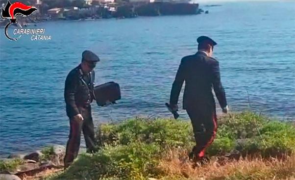 Catania, la violentano in tre e filmano tutto