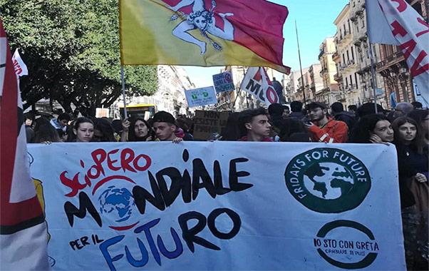 Catania in piazza per il clima
