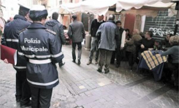 Borseggiatrice bloccata nel mercato di Giarre