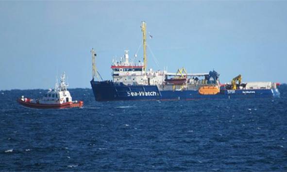 Sea Watch alla fonda vicino Lampedusa
