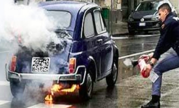 Auto in fiamme, salvato anziano