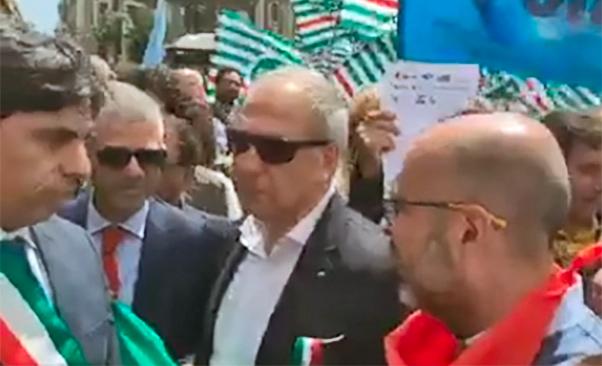 Catania, lavoratori e sindacati in piazza