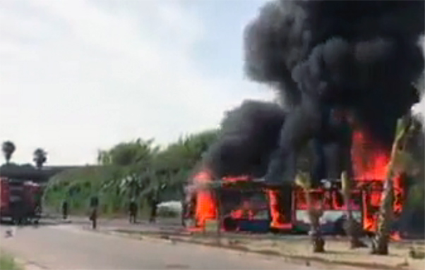 autobus_amt_in_fiamme_ct