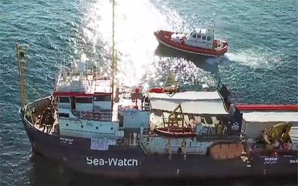 Sea Watch entra a Lampedusa