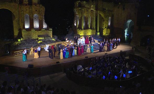 Emozionante la Traviata di Verdi a Taormina