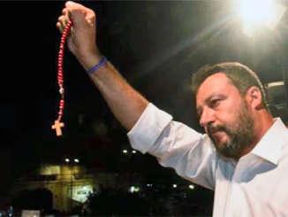 Salvini_con_rosario