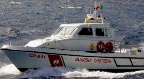 Trascinato dalla corrente, da Scilla si sveglia a Messina