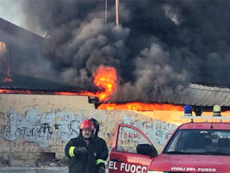 vigili_del_fuoco_incendio_capannone_vittoria