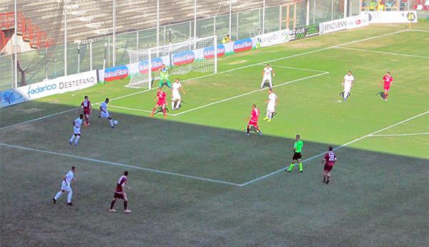 Reggina-Catania 1-0, terza sconfitta in trasferta