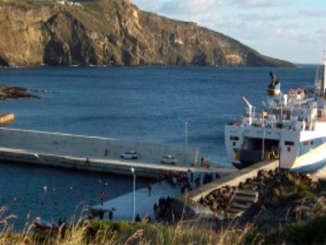 nave_traghetto_eolie_3
