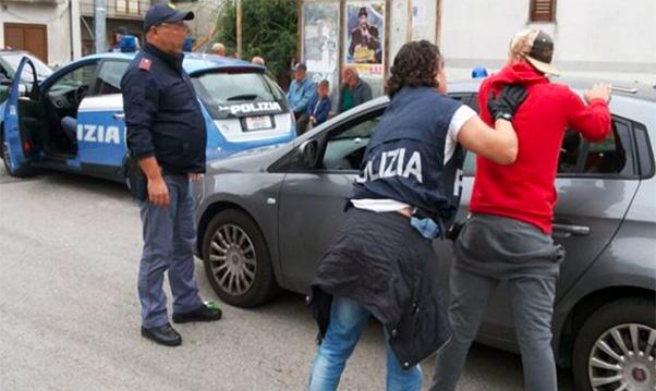 Poliziotti picchiati a San Cristoforo