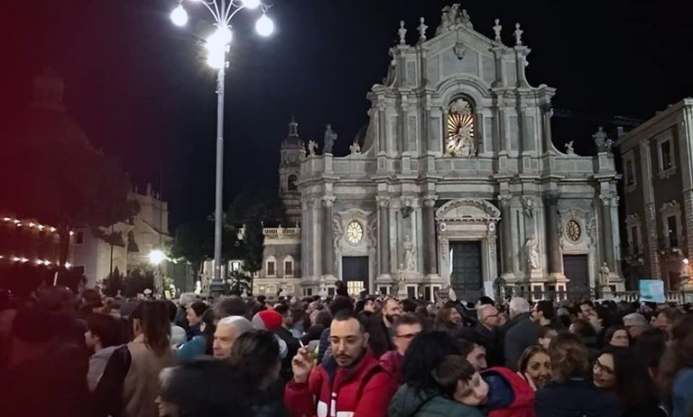 Sardine in piazza Duomo a Catania
