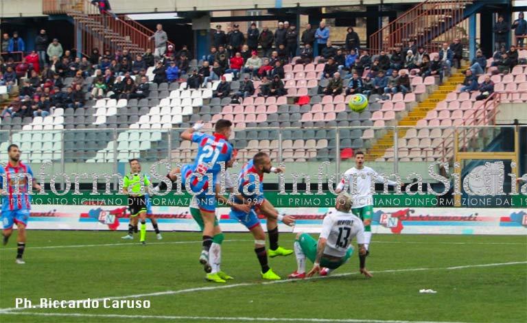 Catania-Avellino 3-1, rimonta trionfale