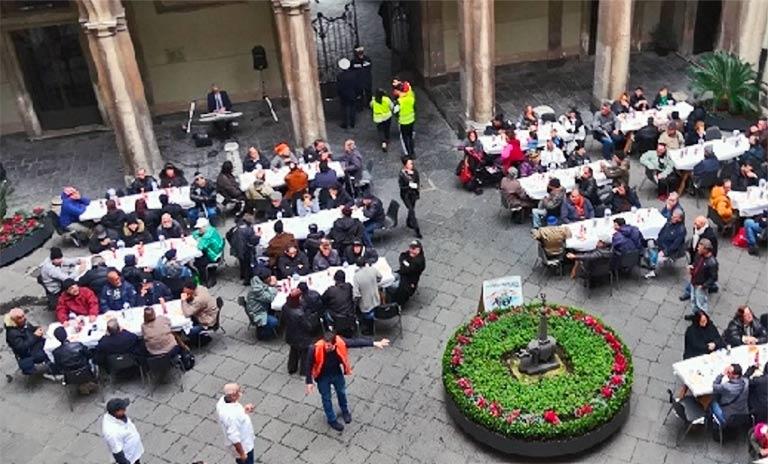Pranzo di solidarietà al municipio di Catania