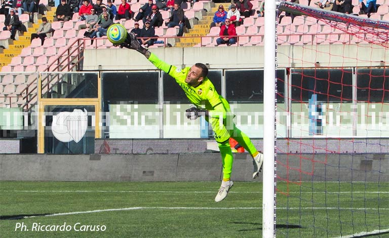 Catania-Ternana 0-0, niente goal