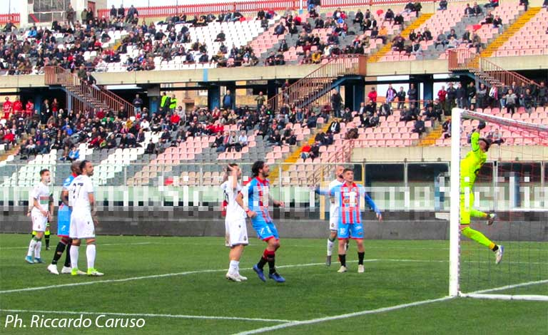 Catania-Ternana 0-0, umbri in finale