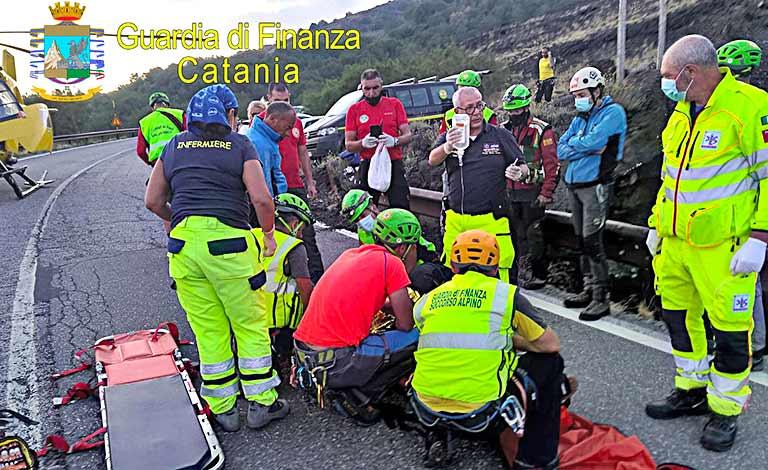 Etna, turista precipita nella grotta turista salvato