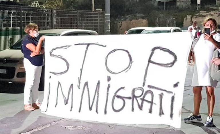 Lampedusa sciopera, protestano i residenti
