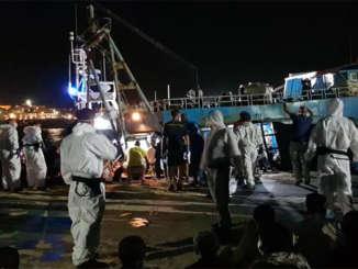 migranti_porto_lampedusa_