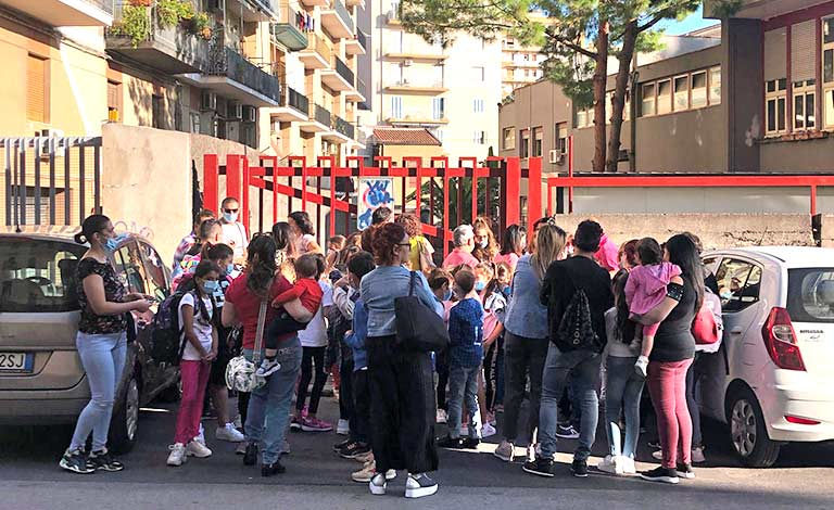"""Scuola """"Deledda"""" Catania, ancora proteste"""