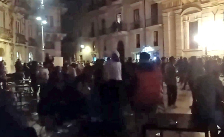 Lockdown, bombe carta a Catania e proteste in Sicilia
