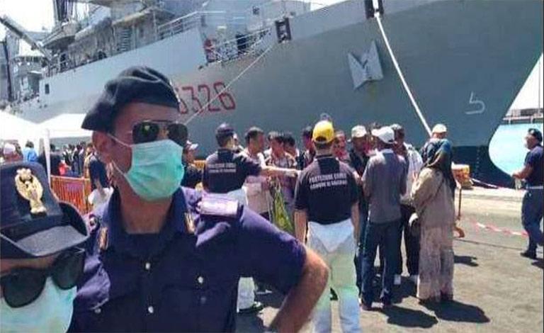 Migranti fuggono da nave-quarantena