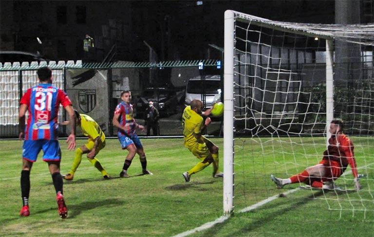 Catania-Bisceglie 3-0, etnei in crescita